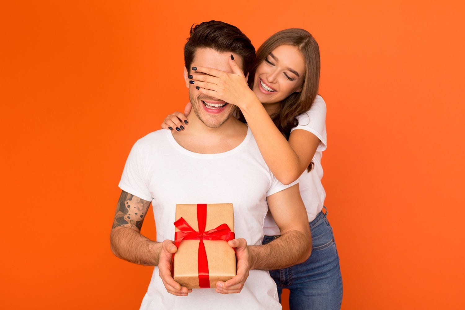 Can't find a gift for the Spouse? Here are the best Anniversary gifts ideas for Couples